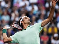 Roger Federer Reaches Third Round of Rogers Cup