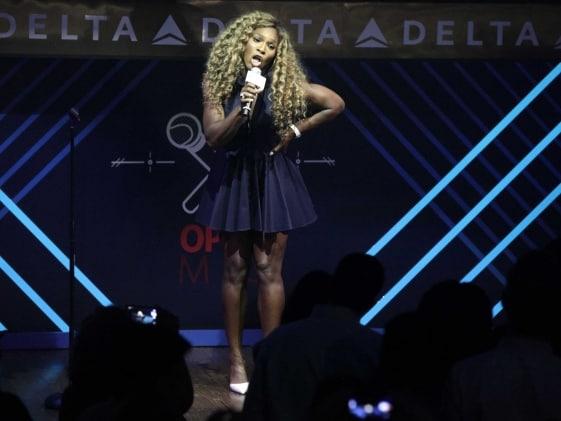 Serena Williams the Singer? Tennis Star Does Karaoke