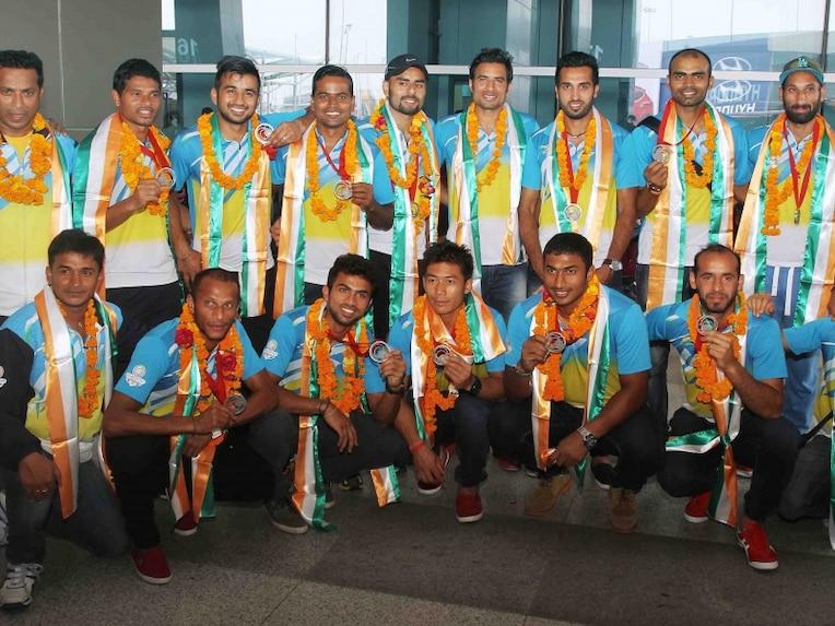 Hockey Team arrival
