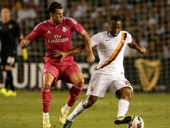 Seydou Keita Refuses to Shake Hand With Pepe Before Friendly