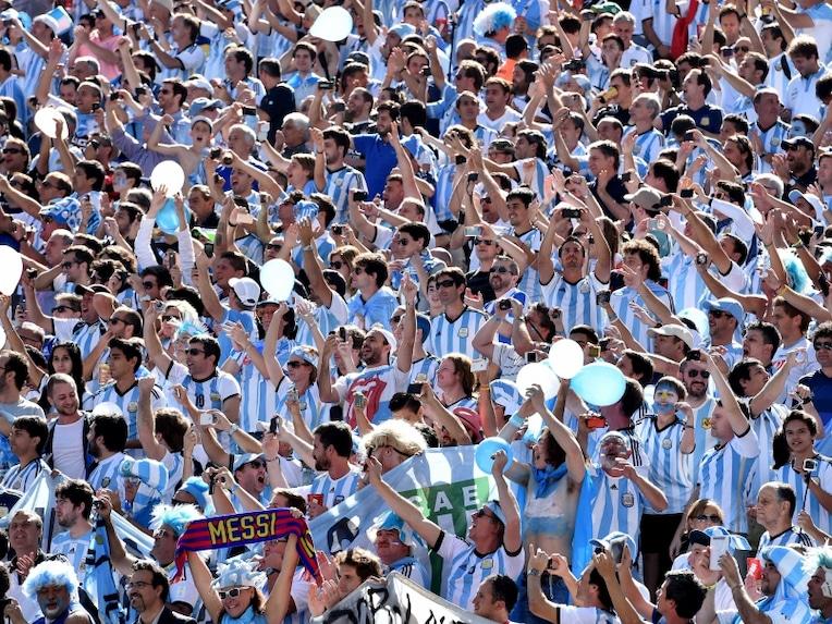 Argentina fans last 16