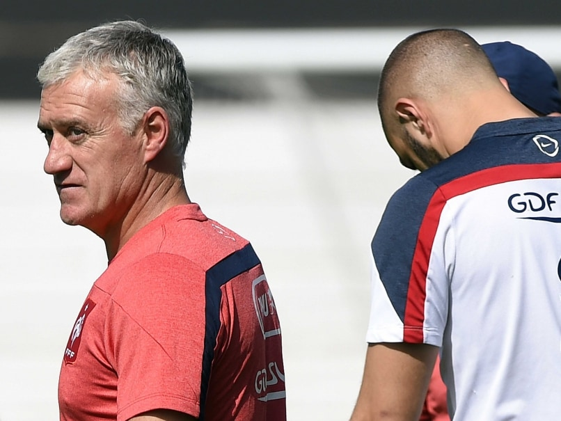 Frances coach Didier Deschamps (L) attends a training session at the Santa Cruz Stadium in Ribeirao Preto during the 2014 FIFA World Cup.