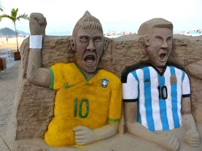 Messi Neymar Statue
