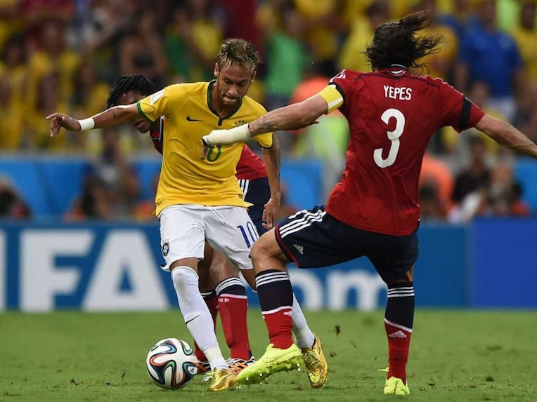 Mario Alberto Yepes (R) vies with Neymar during the quarter-final between Brazil and Colombia at the Castelao Stadium in Fortaleza during the 2014 FIFA World Cup on July 4, 2014.