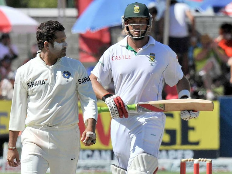 Sachin Tendulkar looks on as Jacques Kallis takes a single in the second Test between India and South Africa in January 2011.