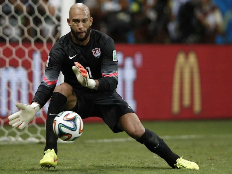 USA goalkeeper Tim Howard made a record number of saves (16) in his teams 1-2 loss vs Belgium in the pre-quarters of FIFA World Cup