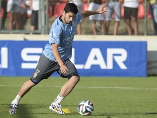 Luis Suarez training world cup