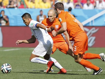 Chile's Alexis Sanchez (in white) vies the ball against Netherlands' Arjen Robben during FIFA World Cup