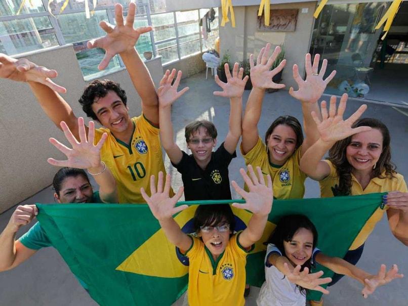 Brazil fans extra finger