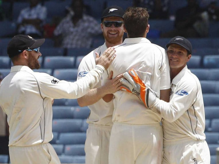 New Zealand team celebrate a wicket vs West Indies in 3rd Test