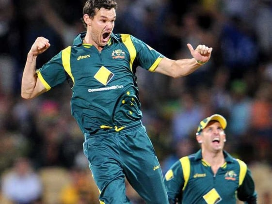 Australia defeat Sri Lanka to claim CB Series