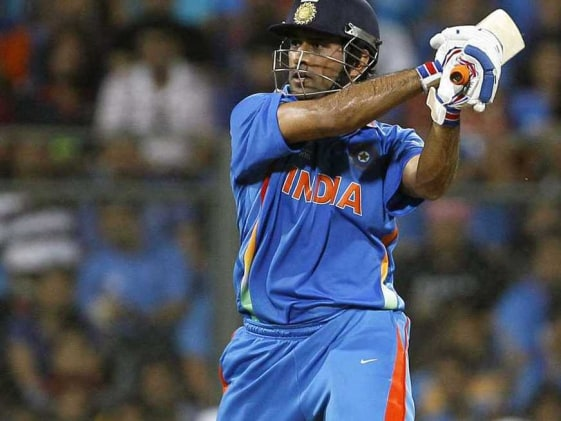 Dhoni, Flower caught in war of words