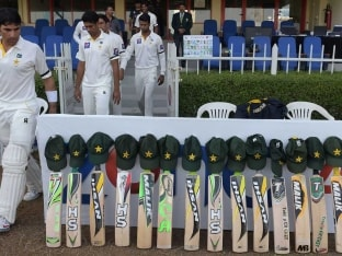 Pakistan, New Zealand Players Mourn Phillip Hughes' Death