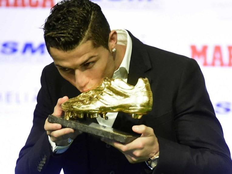 ronaldo kissing boot