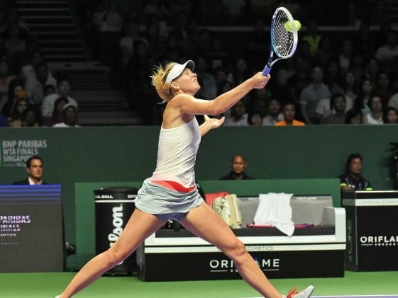 Maria Sharapova's Dream to End 2014 as Number One Fades