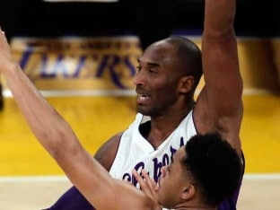 Los Angeles Lakers Lose in Kobe Bryant's Last Christmas Game