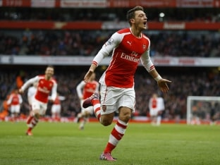 Mesut Ozil Shines as Arsenal F.C. Swamp Aston Villa