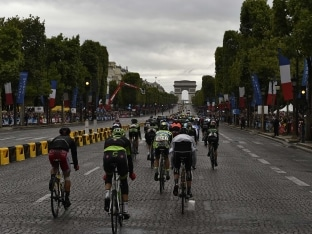 Police Fire On Vehicle Near Tour De France Finish in Paris