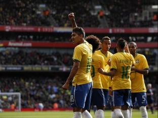 Roberto Firmino Fires for Brazil in Feisty Friendly vs Chile