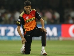 Ashish Nehra To Undergo Knee Surgery in London