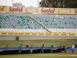 Wet Outfield Forces Third Day's Play Between South Africa-New Zealand To be Abandoned