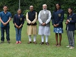 PM Narendra Modi Hosts PV Sindhu, Sakshi Malik And Other Sports Awardees