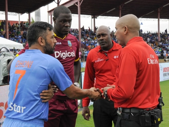 Mahendra Singh Dhoni, Carlos Brathwaite Differ on Playing Conditions in US