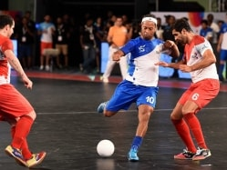 Premier Futsal League: Ryan Giggs' Mumbai win, Ronaldinho's Goa Lose