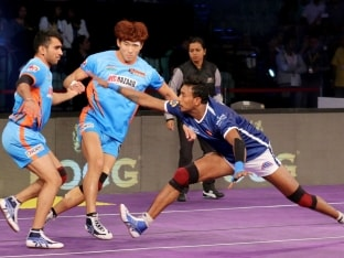 Pro-Kabaddi League: Delhi Dabang Beat Bengal Warriors, Keep Semi-Final Hopes Alive