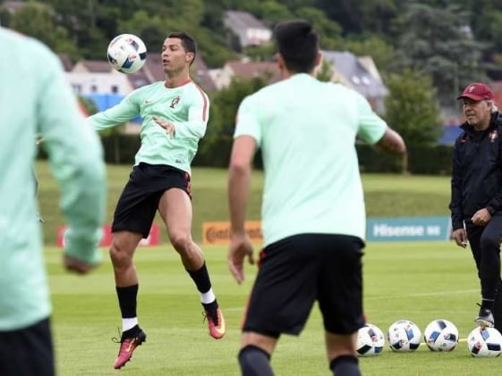 Euro 2016: Cristiano Ronaldo Used to Burden of Expectation, Says Portugal Coach