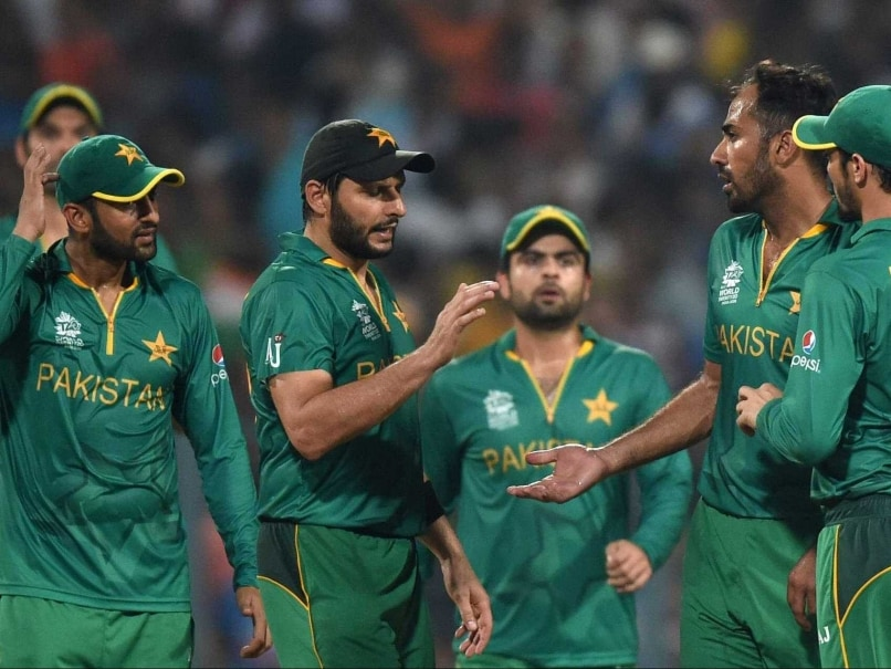 Galerry Pakistan Team Arrives to Hostile Reception After World T20 Heartbreak