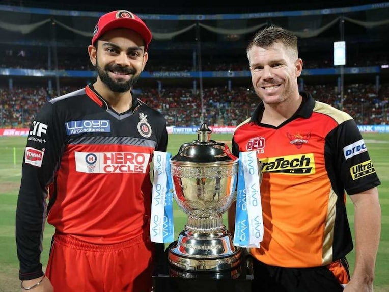 ... and Sunrisers Hyderabad captain David Warner pose with the IPL trophy