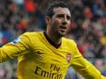 Wilshere injury mars Santi Cazorla's heroics as 10-man Arsenal scrape past Sunderland