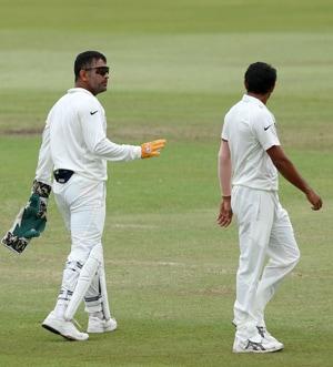 MS Dhoni's team lacked killer instinct in South Africa: Sunil Gavaskar