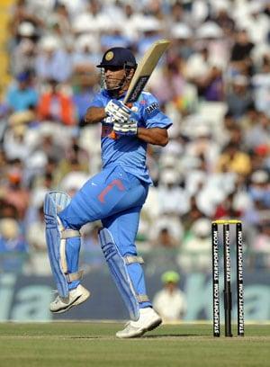 Live Cricket Score: India vs Australia - MS Dhoni