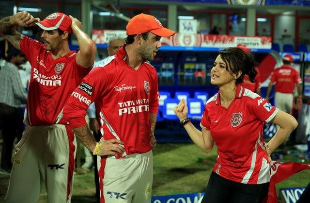 Live Cricket Score: Glenn Maxwell and Preity Zinta