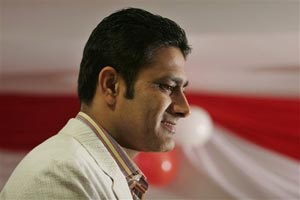 KSCA elections: Anil Kumble, Javagal Srinath pledge support to Maiya group