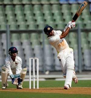 balaji prasanna put tamil nadu on top against mumbai cricket news. Black Bedroom Furniture Sets. Home Design Ideas