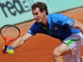 Murray battles injury to reach last 16