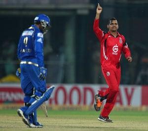 CLT20 Live Cricket Score: Sunil Narine