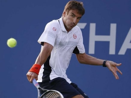 Tommy Robredo Beats John Isner in Straight Sets at Valencia