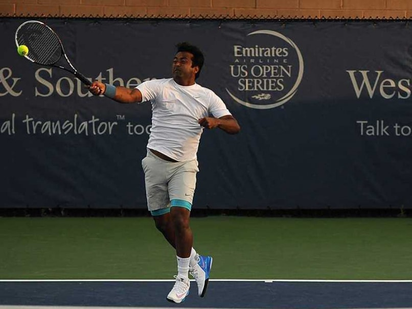 Leander Paes and Radek Stepanek Crash Out in Cincinnati