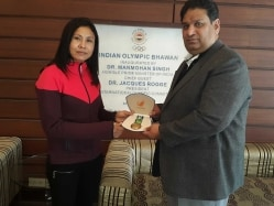 Boxer Sarita Devi Accepts her Asian Games Bronze Medal