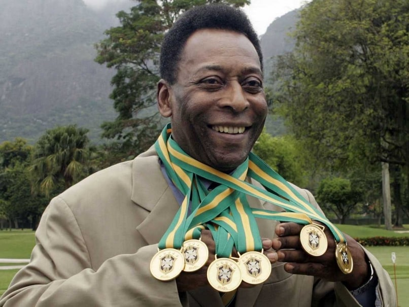 Pele Signs Lifelong Image Rights Deal With Santos