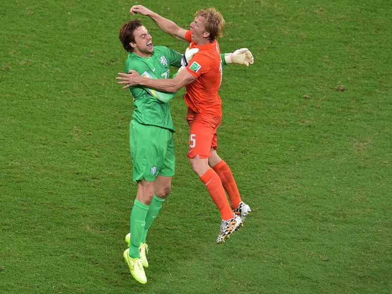 A Late Entry Helps the Dutch Avert an Exit