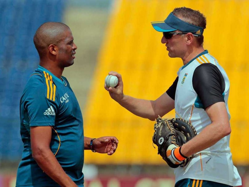 South Africa Coach Defends Vernon Philander in Ball Tampering Row