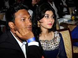 Shakib Al Hasan And Wife Narrowly Escape Helicopter Crash