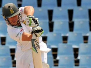 "AB de Villiers ""Disappointed"" With Captaincy Snub but Offers Full Support to Hashim Amla"
