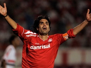 Fernandao scored 42 goals from 100 appearances for Internacional