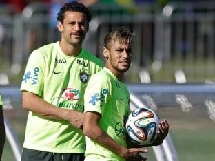 Mocking Luis Suarez? Fred, Neymar Sharpen Teeth in Training